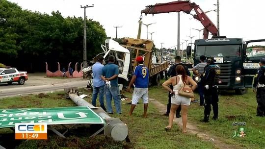 Filho reconhece corpo do pai ao parar para ver acidente em rodovia de Fortaleza; 'Ele entrou em desespero', diz policial