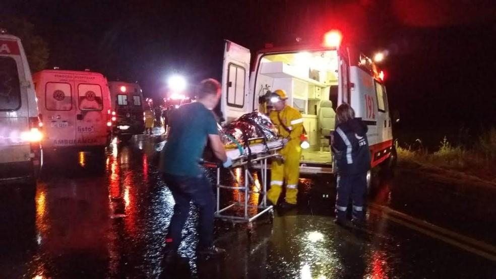 Acidente torcedores pelotas ônibus erechim — Foto: Nádia Strate / RBS TV