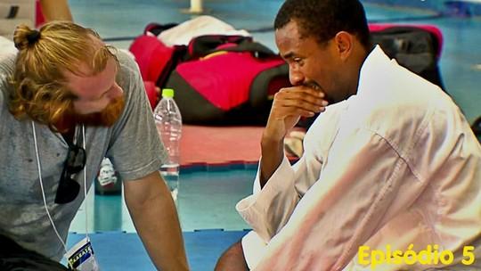 Repórter-carateca vive drama com lesão e cirurgia no joelho