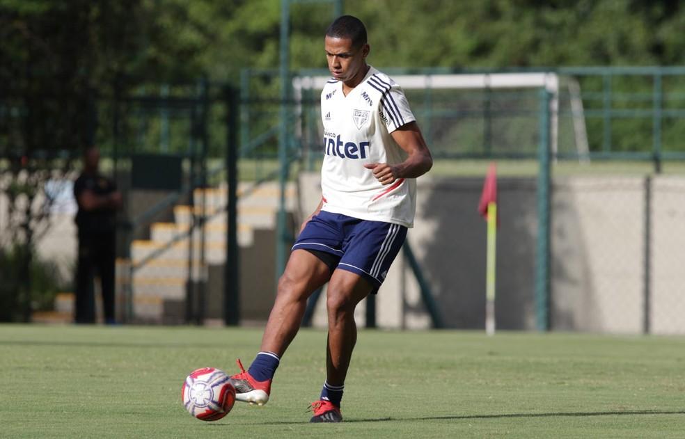 Bruno Alves renovou contrato com o São Paulo — Foto: Rubens Chiri / saopaulofc.net