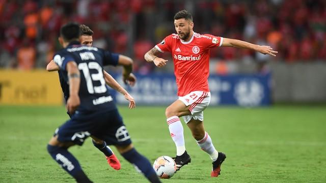 Gabriel Boschilia abriu o placar para o Inter contra a Universidad de Chile
