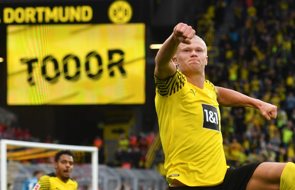 Norueguês chegou a oito gols em cinco jogos na Bundesliga — Foto: Getty Images