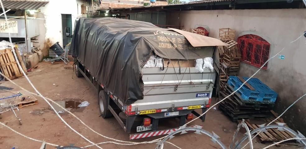 Caminhão onde estava mercadoria furtada — Foto: Reprodução/Polícia Civil