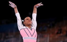 Rebeca Andrade faz história mais uma vez ao conquistar a medalha de ouro no salto