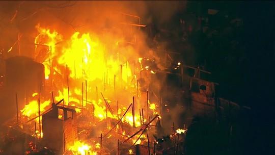Incêndio atinge favela em Osasco, na Grande SP