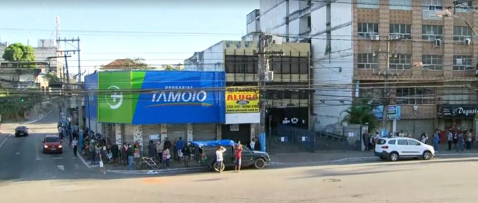 Aglomerações em São Gonçalo, na Região Metropolitana, por atendimento na Receita Federal — Foto: Reprodução/TV Globo