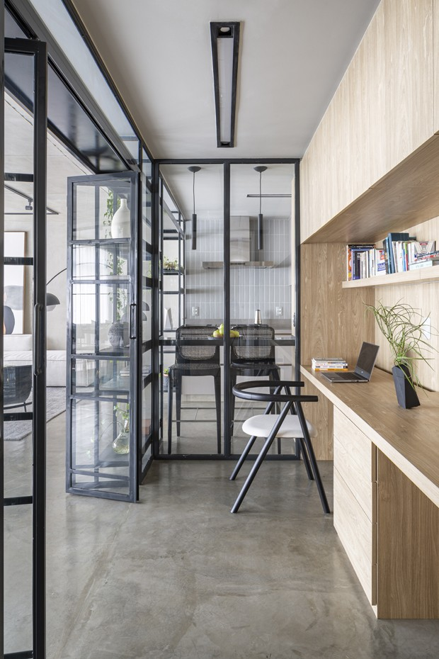 Apê de 120 m² com home office integrado à área social (Foto: Joana França)