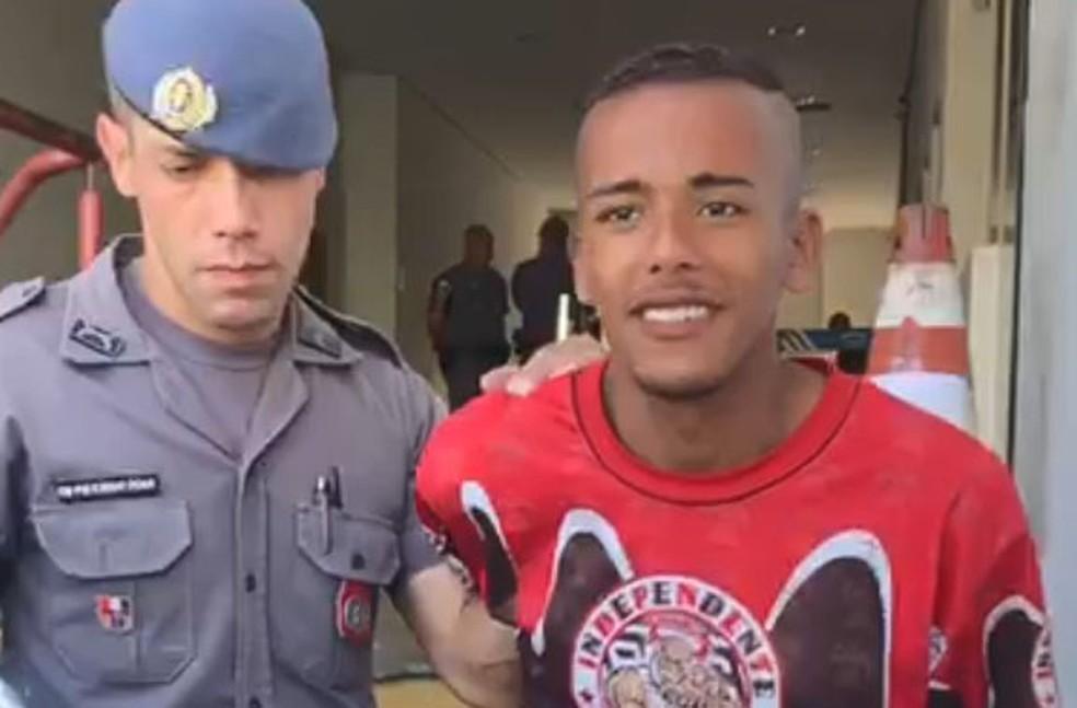 Caio Santos de Oliveira, de 20 anos, foi preso após matar e arrancar coração de travesti em Campinas (SP) — Foto: Sarah Brito