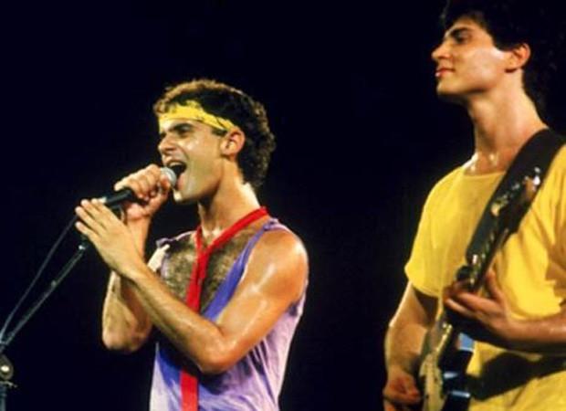 Cazuza e Frejat se apresentam com o Barão Vermelho no Rock in Rio em 1985 (Foto: Reprodução)