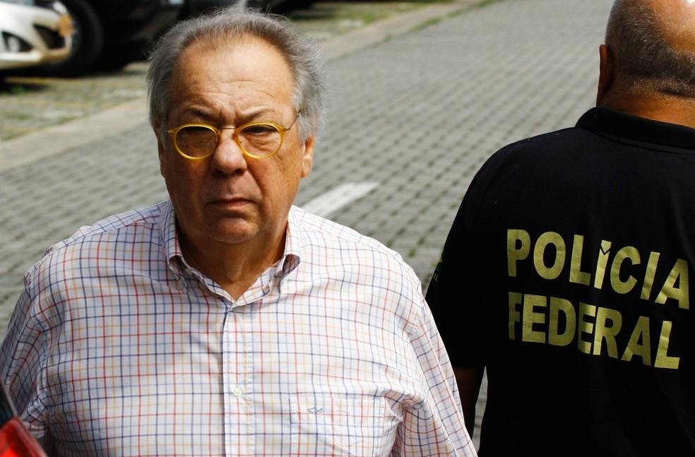 Antonio Celso Grecco chega à sede da PF em São Paulo (Foto: Aloisio Mauricio/Fotoarena/Estadão Conteúdo)
