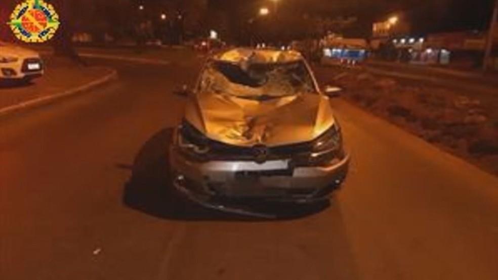 Carro que atropelou e matou a ciclista Amanda Rocha do Nascimento, de 21 anos — Foto: PMDF/Divulgação