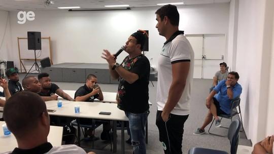 Sérgio Mallandro faz show para o Boavista e revive famoso vídeo com filho de Eurico Miranda