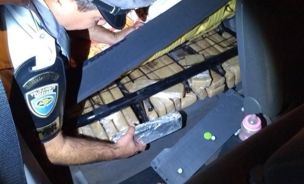 Droga foi apreendida na madrugada desta sexta-feira (8), em Presidente Epitácio (Foto: Polícia Militar Rodoviária/Divulgação)