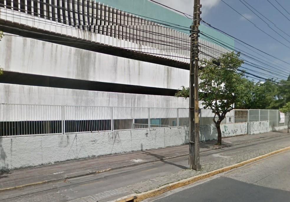 Prédio da Avenida Norte, na área central do Recife, foi comprado para abrigar uma escola e a sede da Secretaria Municipal de Educação, segundo a prefeitura — Foto: Reprodução/Google Street View