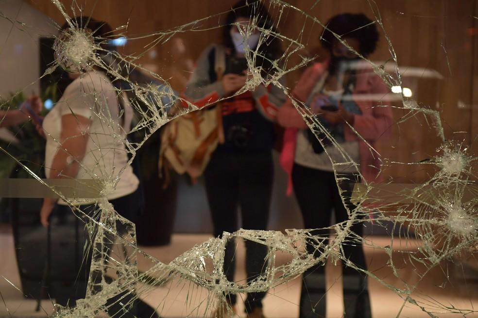 Loja do Carrefour nos Jardins foi atacada durante manifestação que pediu justiça por João Alberto — Foto: Nelson Almeida/AFP