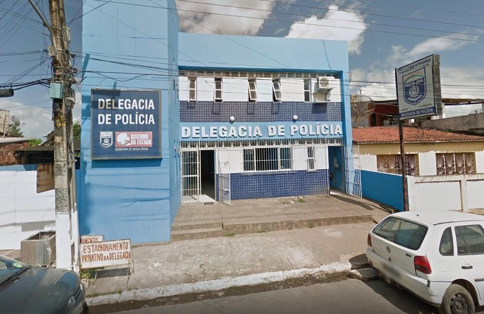 Mulher foi levada à Delegacia de Polícia em Nazaré da Mata, na Zona da Mata de Pernambuco — Foto: Reprodução/Google Street View