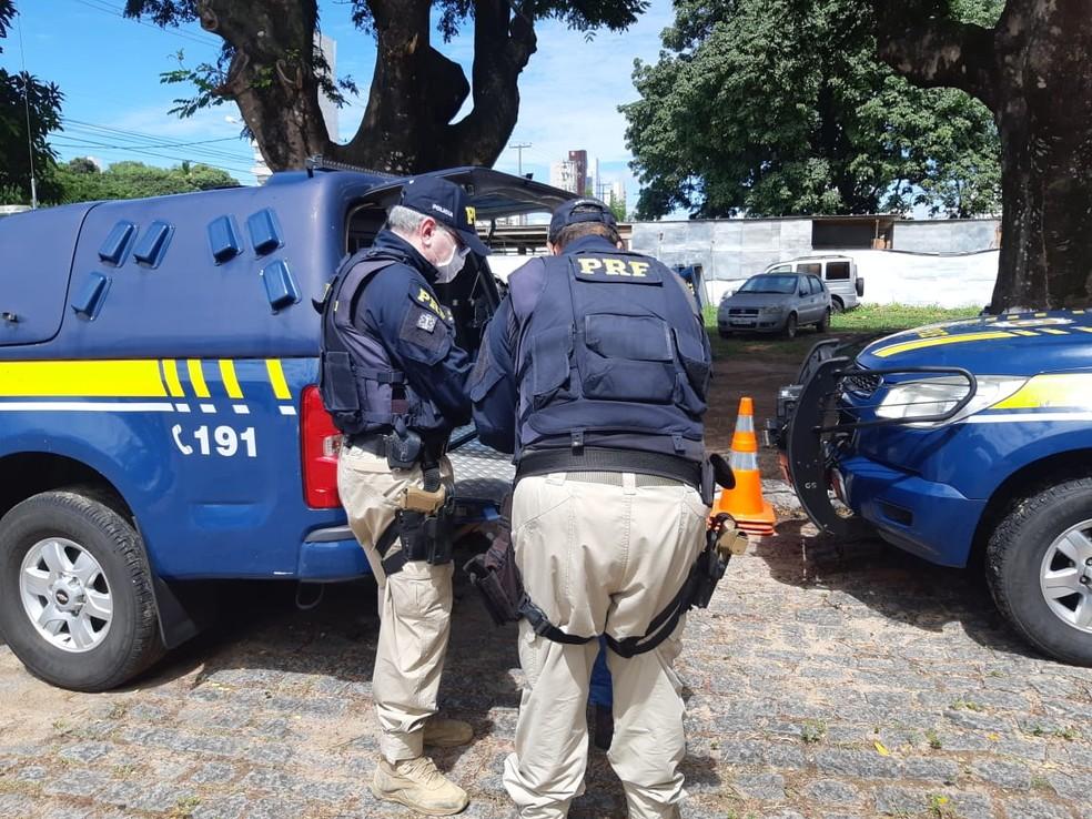 Homem que se passava por policial rodoviário federal é preso em Natal — Foto: PRF/Divulgação