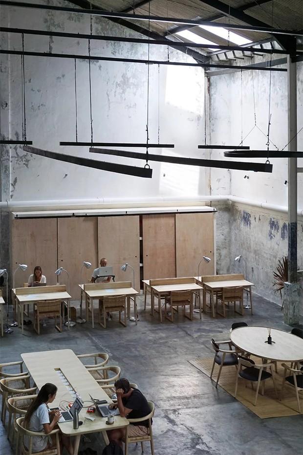 Antiga fábrica de roupa vira estúdio criativo em Bali  (Foto: Reprodução)