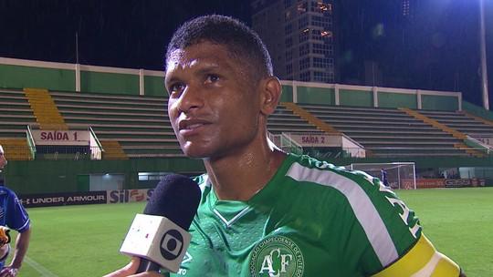 """Márcio Araújo: """"Esse ano a gente deixou a desejar em casa"""""""