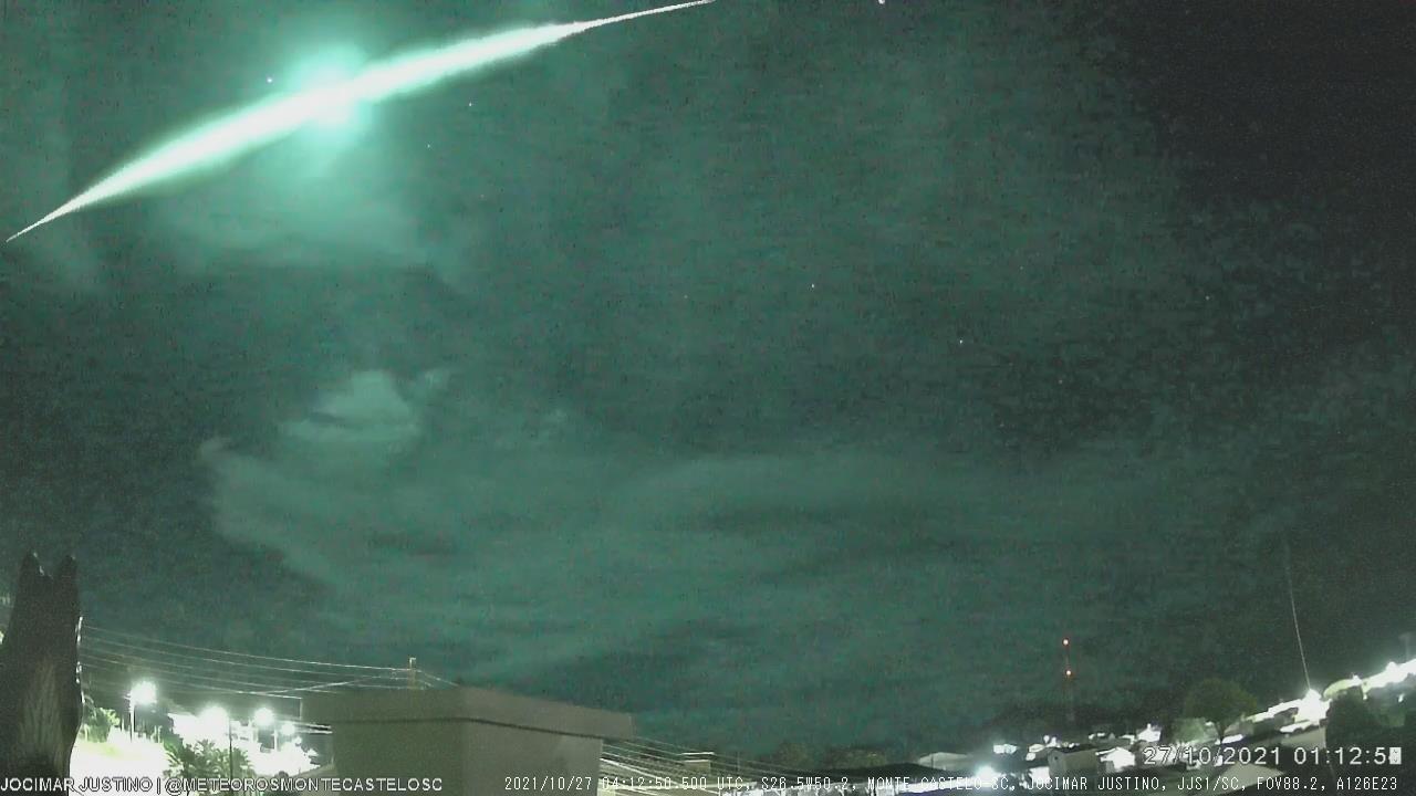 Vídeo: Meteoro 'super brilhante' explode e é registrado no céu de SC