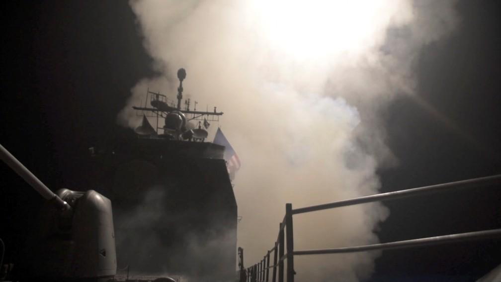 Navio USS Monterey dispara míssil em direção a Síria (Foto: U.S. Navy Lt. j.g Matthew Daniels/Handout via REUTERS)