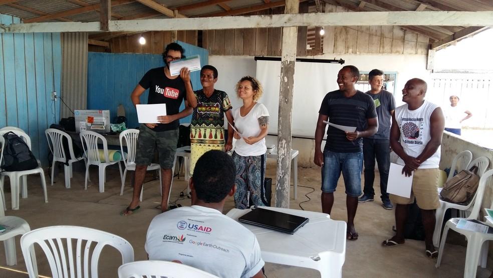 Capacitação do Youtube durou dois dias na comunidade de Jarauacá, localizada às margens do Rio Acapu (Foto: Divulgação/Programa Territórios Sustentáveis )