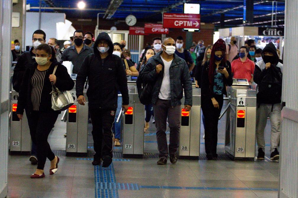 Movimento de passageiros no Terminal Barra Funda, na Zona Oeste da cidade de São Paulo, na manhã desta quarta-feira (10) — Foto: Bruno Escolastico/Photopress/Estadão Conteúdo
