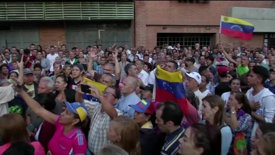Sob tensão, venezuelanos saem às ruas para atos contra e a favor de Maduro