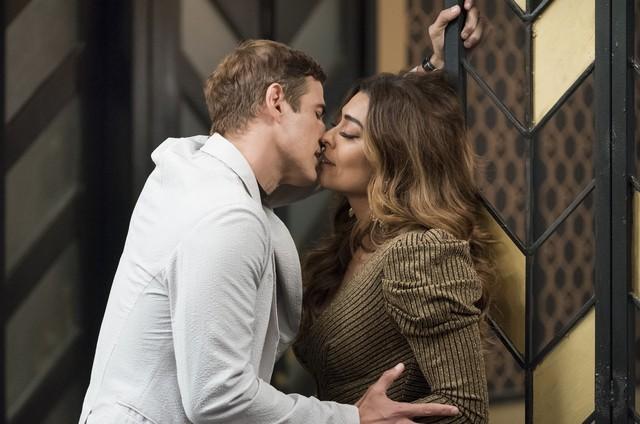 Reynaldo Gianecchini e Juliana Paes como Régis e Maria da Paz em 'A dona do pedaço' (Foto: Cesar Alves/ TV Globo)