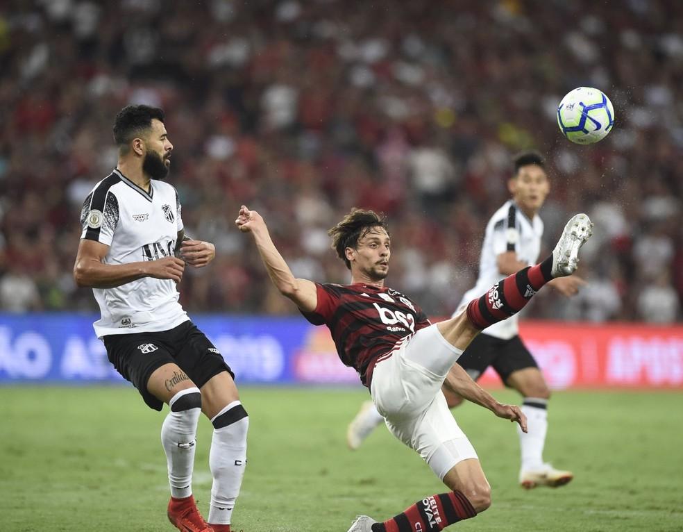Com Rodrigo Caio, elenco principal do Flamengo deve estrear no estrear no Carioca apenas no dia 3 de fevereiro, diante do Resende — Foto: André Durão