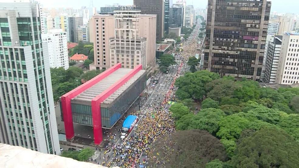 Manifestantes se concentram em frente ao Masp e ao prédio da Fiesp em São Paulo (SP) — Foto: GloboNews/Reprodução