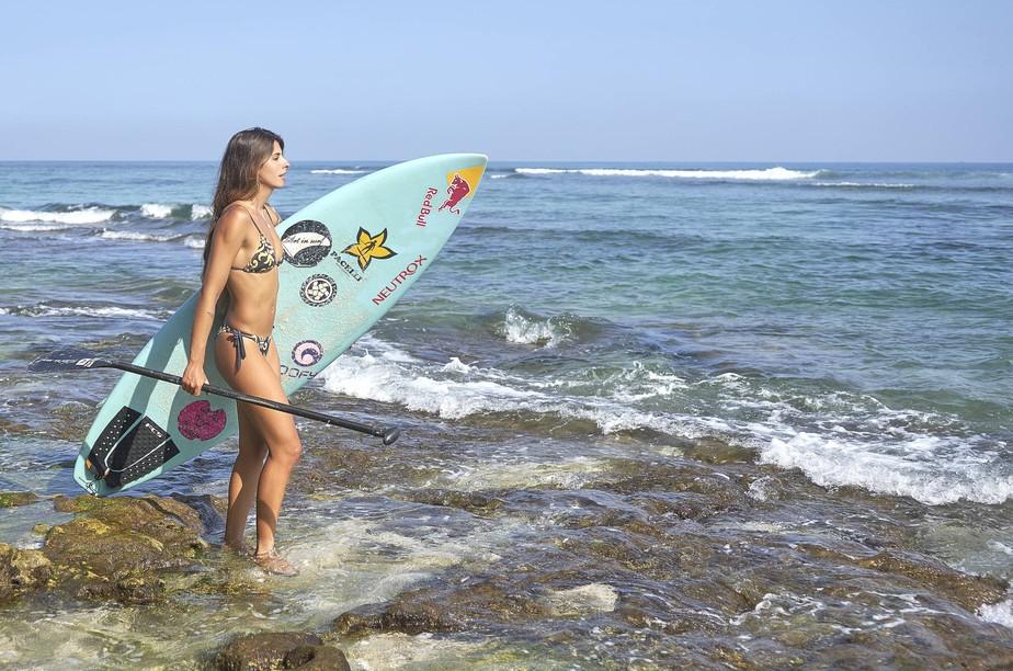 Inspirada em Maya Gabeira, Nicole Pacelli entra para circuito de ondas grandes