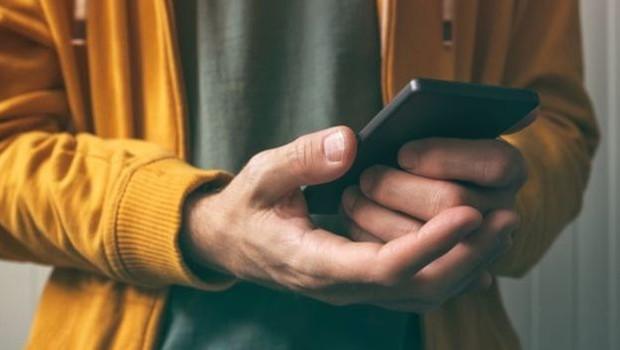 """Especialistas identificam mais de 25 """"sensores silenciosos"""" em celulares  (Foto: Getty Images via BBC)"""