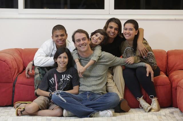 Marcello Antony com a família (Foto: Roberto Moreyra / Agência O Globo)