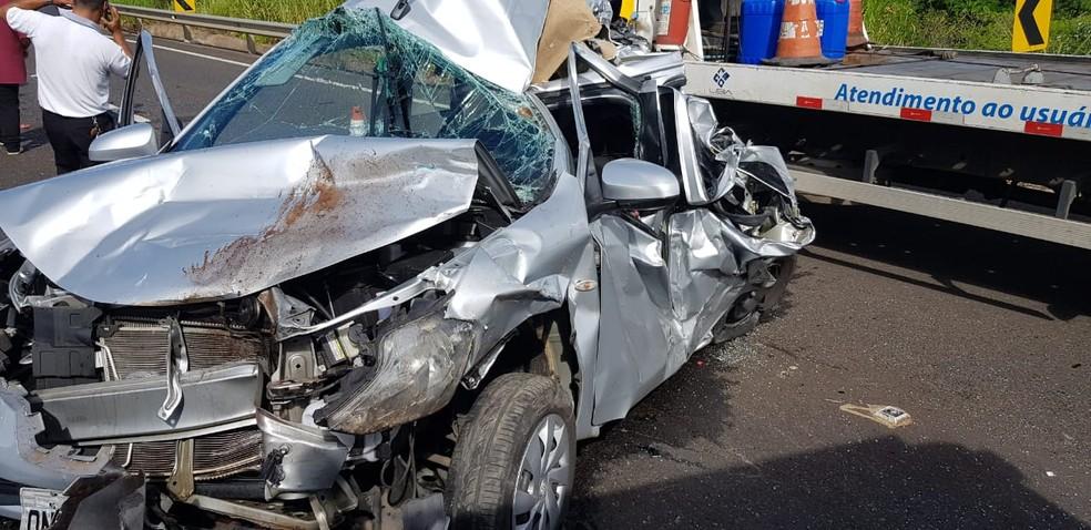 Carro ficou danificado após acidente em rodovia de Marília — Foto: Divulgação/Corpo de Bombeiros