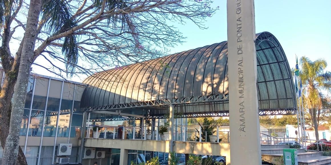 Câmara libera R$ 620 mil para compra de máscaras e álcool em gel para alunos de Ponta Grossa