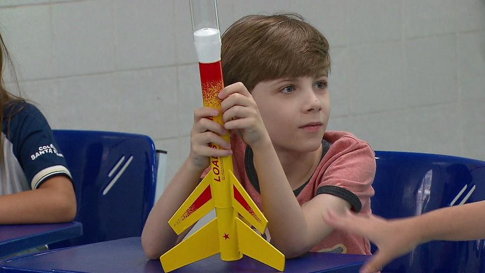Estudantes saem do Recife para apresentar foguetes na sede da Nasa (Foto: Reprodução/TV Globo)