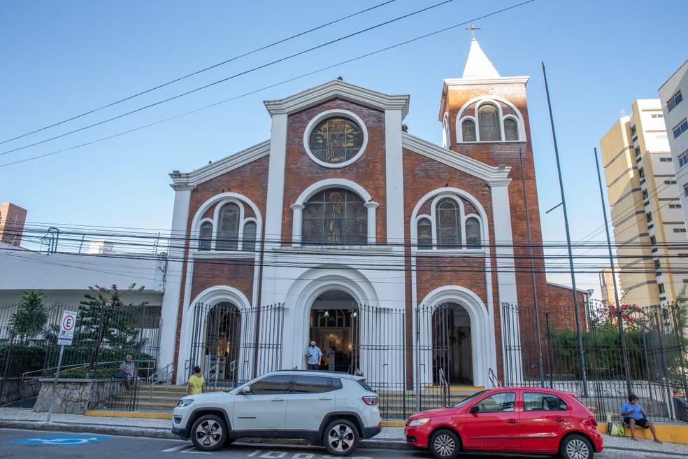 Igreja de Nossa Senhora da Paz, em Fortaleza, onde o padre Lino Allegri celebra missas. — Foto: Thiago Gadelha/Sistema Verdes Mares