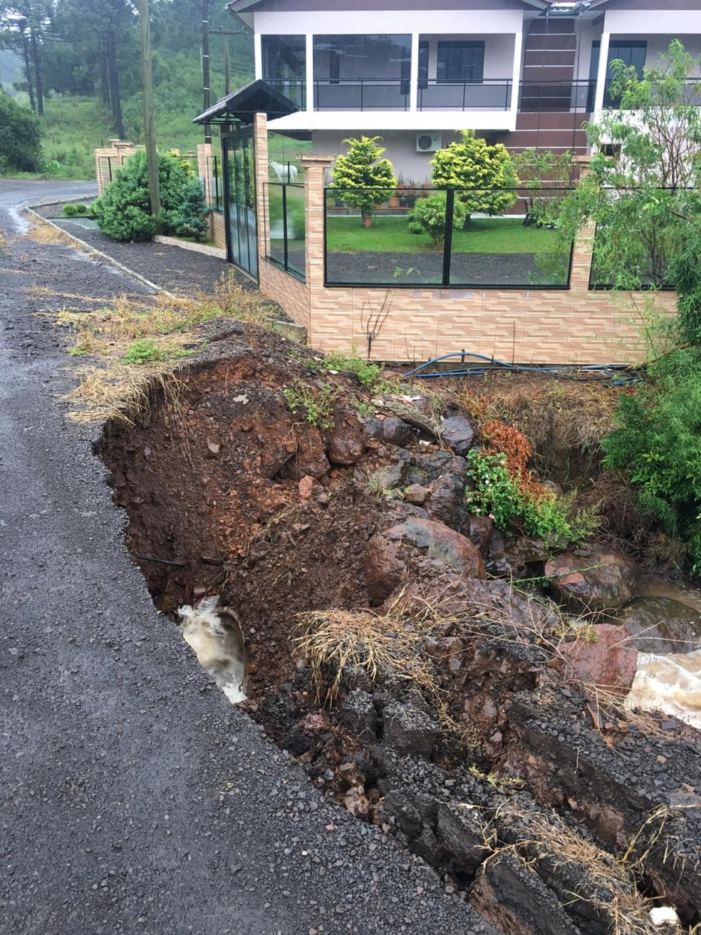 Em Vargeão houve deslizamentos — Foto: Defesa Civil/Divulgação