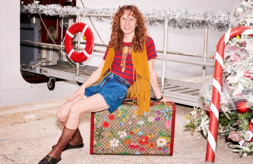Gucci 'Gift Giving' (Foto: Creative Director: Alessandro Michele / Art Director: Christopher Simmonds / Photographer and / Director: Harmony Korine / Hair Stylist: Alex Brownsell / Make Up: Thomas De Kluyver)
