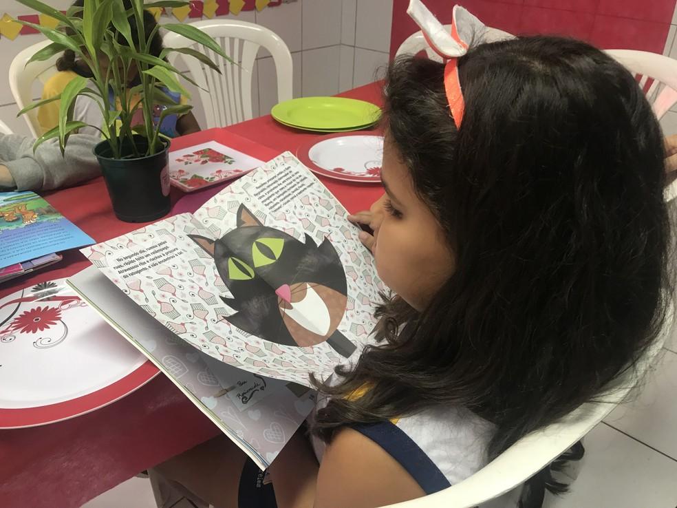 Escola em Maceió simula restaurante com livros para estimular a leitura  — Foto: Michelle Farias/G1