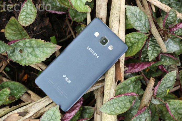 Traseira do Galaxy A5 (Foto: Anna Kellen Bull/TechTudo)