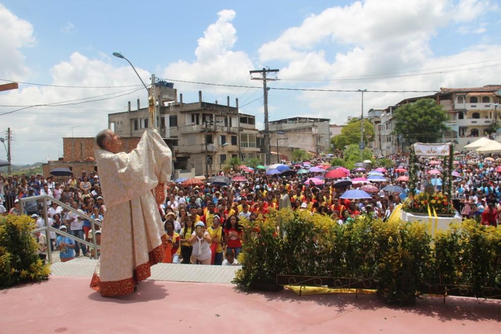 Com homenagem a Santa Dulce dos Pobres, romeiros caminham 4km em Candeias, na Bahia — Foto: Pastoral da Comunicação- Santuário Nossa Senhora das Candeias