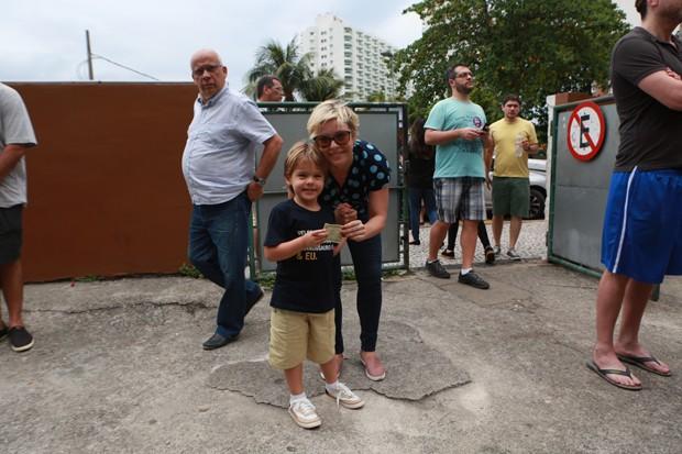 Regiane Alves e o filho, João Gabriel (Foto: Dilson Silva / AgNews)