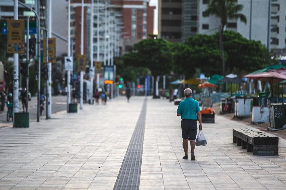 Calçadões, praças e espaços públicos já poderão ser usados a partir de segunda-feira em Fortaleza — Foto: Thiago Gadelha/SVM