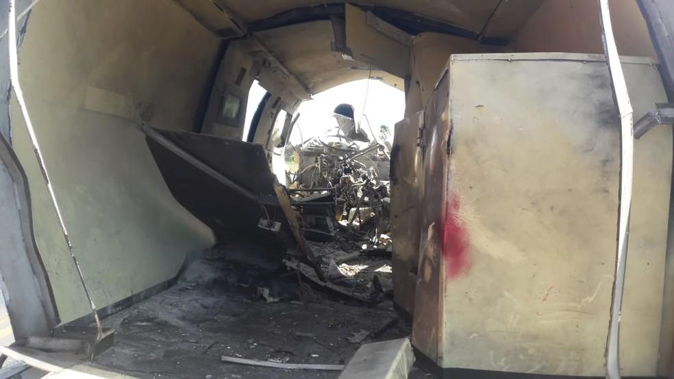 Carro-forte foi alvo de criminosos na BR-153 — Foto: Divulgação