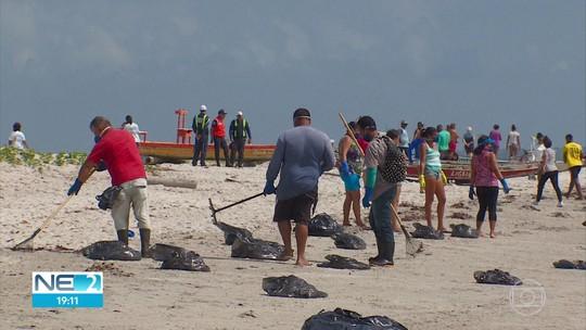 Óleo invade praias do litoral Norte de Pernambuco