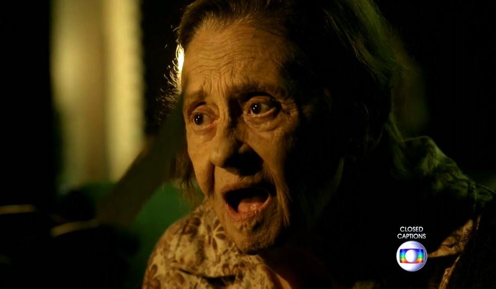 Jesuína (Laura Cardoso) estranha a nova visita de José Alfredo (Alexandre Nero) - 'Império' — Foto: Globo