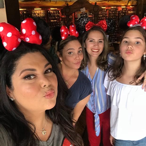 Fabiana Karla e Heloísa Perissé curtem a Disney (Foto: Reprodução/Instagram)