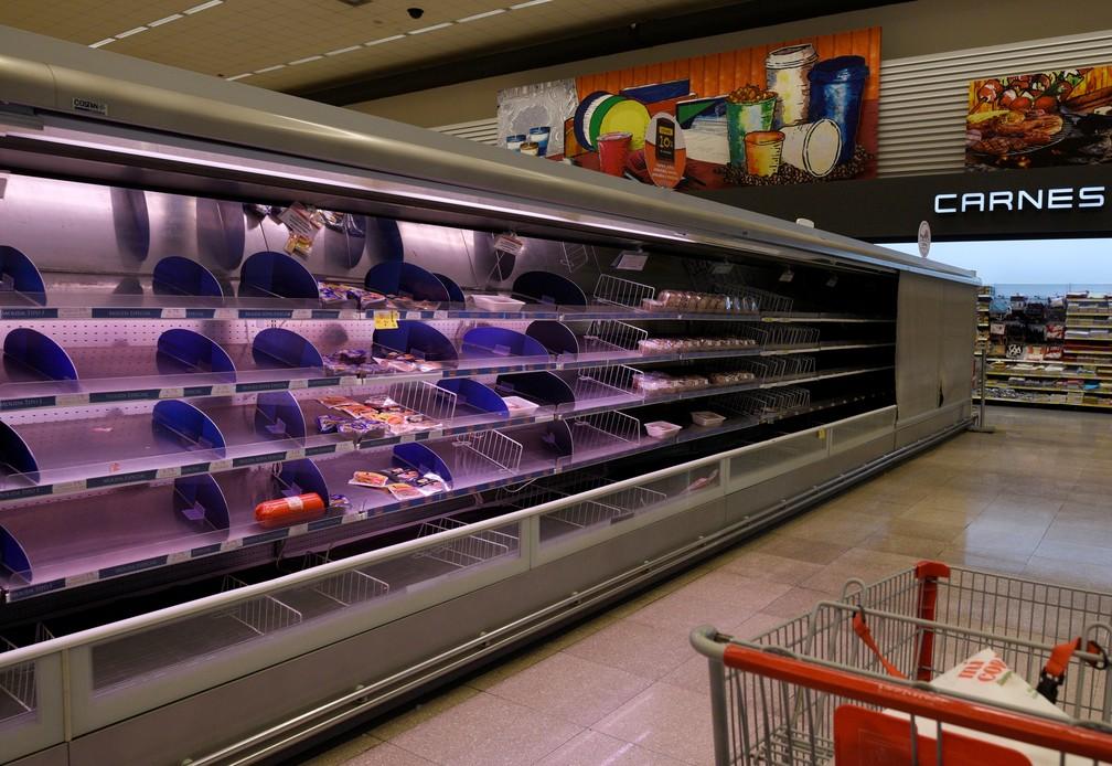 Prateleiras de supermercado de Guayaquil estão vazias com protestos no Equador — Foto: Santiago Arcos/Reuters